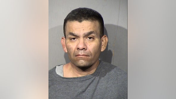 Peoria PD: Shoplifting suspect arrested after striking officers with vehicle