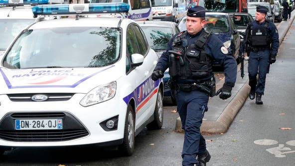 Paris knife attack injures at least 2, suspect arrested after brief manhunt