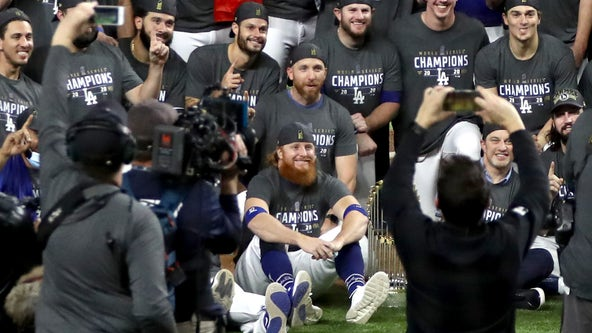 Justin Turner celebrates Dodgers World Series win without mask after testing positive for COVID-19