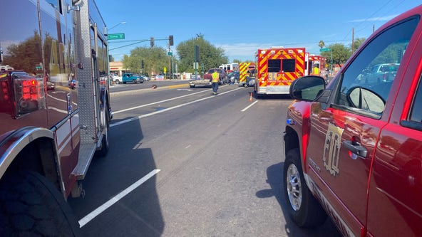 6 hospitalized, including child, after multi-vehicle crash at Phoenix intersection