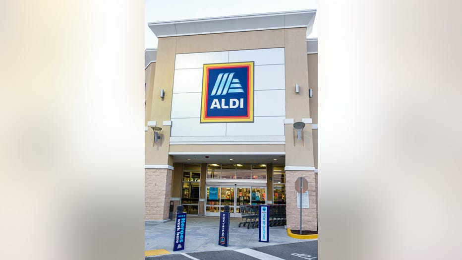 Photo of an Aldi storefront in Spring Hill, Florida