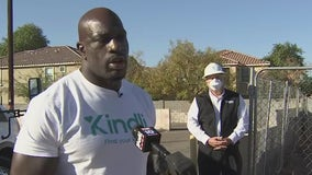 Paying it forward: WWE star Titus O'Neil performs random acts of kindness in Phoenix