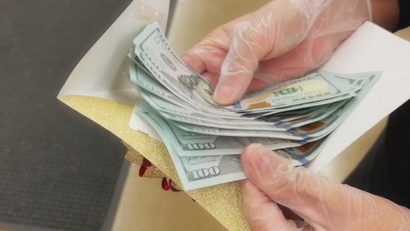 Anonymous donor handing out thousands of dollars to Arizonans during the holidays