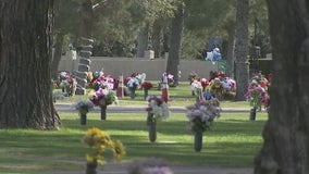 Arizona funeral homes overwhelmed with COVID-19 death-related memorials