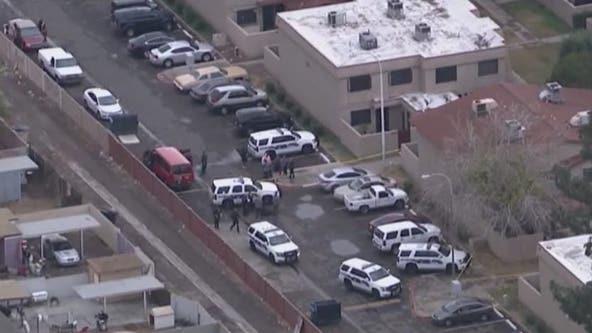 PD: Man, woman found dead inside Phoenix home