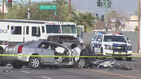 2 injured, 1 dead in head-on crash involving armored truck in Phoenix