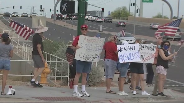 Group protests outside of Ahwatukee hotel used for housing immigrants