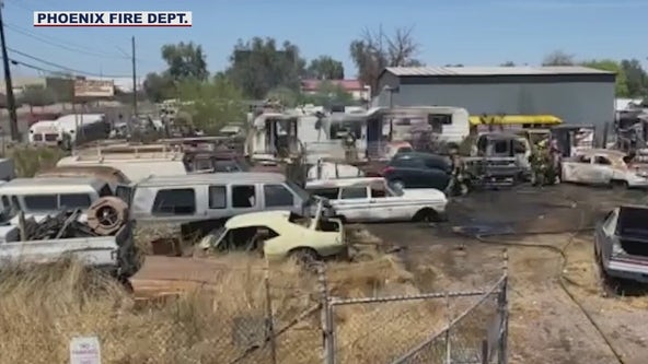 Fire spreads to cars, vacant mobile home in Phoenix