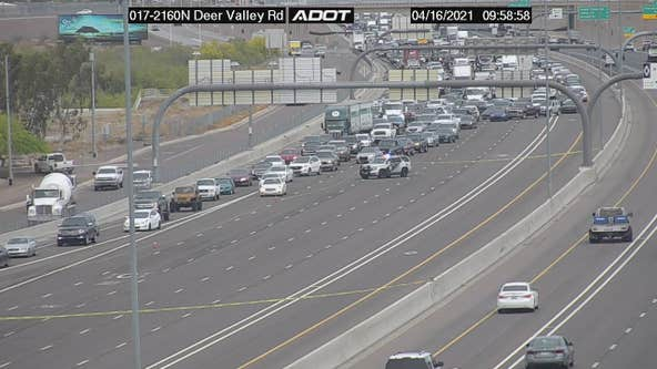 Police situation, crash closes I-17 in Phoenix