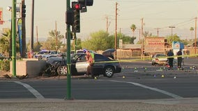 Phoenix PD: 1 dead, 1 critically hurt in 5-car crash near 27th Avenue and Camelback