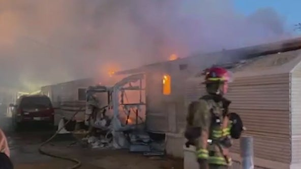 Overnight fire destroys Phoenix mobile homes