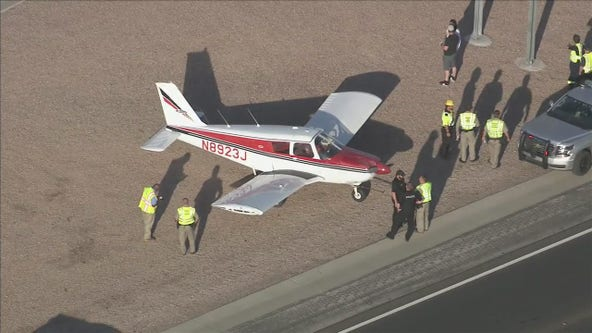 Plane lands on Loop 202 freeway in Mesa
