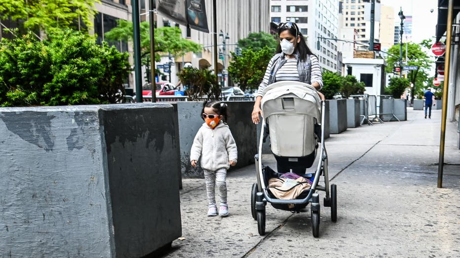 e1ef5de3-Daily Life In New York City Amid Coronavirus Outbreak