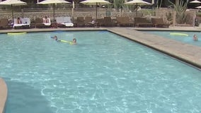 Despite high Arizona heat, tourists continue to flock to the Valley