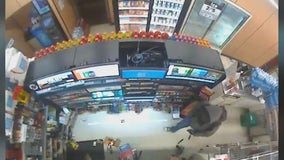 Police searching for suspect who robbed 7-Eleven at gunpoint in North Phoenix