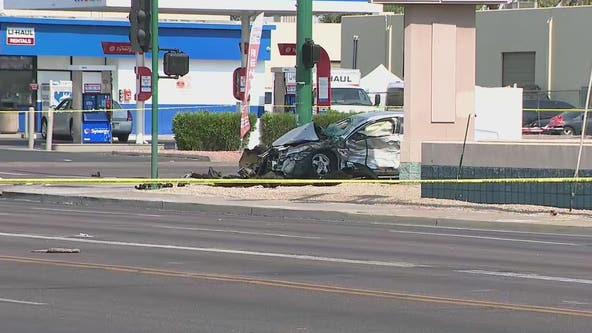 PD: Woman killed in 2-car crash at Phoenix intersection