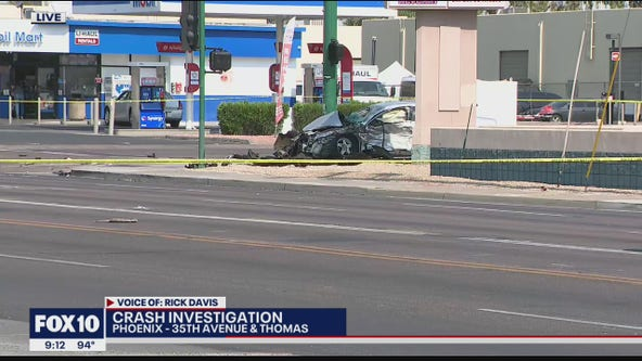 Woman killed in 2-car crash at Phoenix intersection