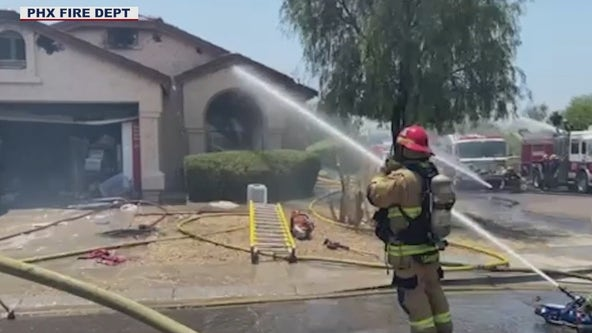 Fire crews extinguish North Phoenix house fire