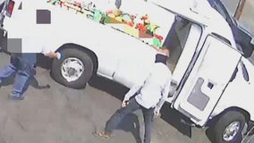 Phoenix Police look for armed suspect who allegedly robbed man delivering produce
