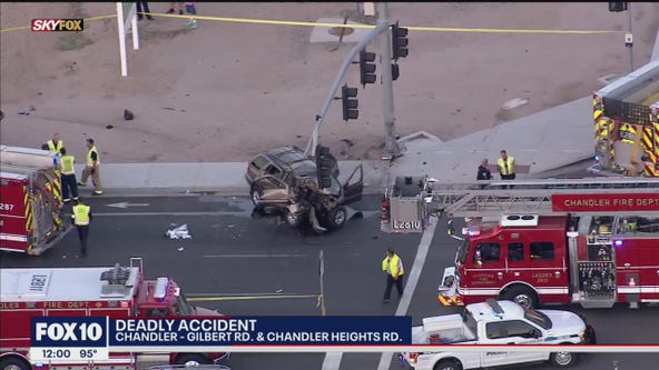 PD: 1 dead after car crashes into traffic light in Chandler