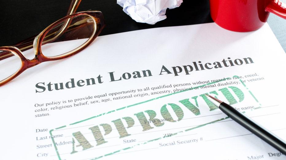 74c93814-Credible-apply-student-loan-iStock-174825646.jpg