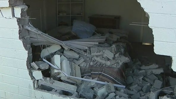 Police look for driver after car crashes into South Phoenix home