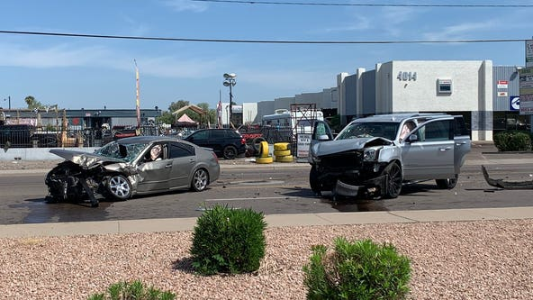 6 people, including infant and toddler, injured in Phoenix crash