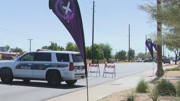 Woman critically injured in 2-car crash near Phoenix intersection