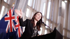 New Zealand prime minister keeps cool amid earthquake during news conference