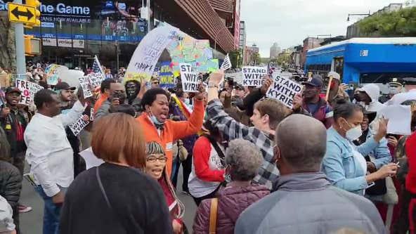 Anti-vaccine mandate demonstrators rush barricades at Nets game