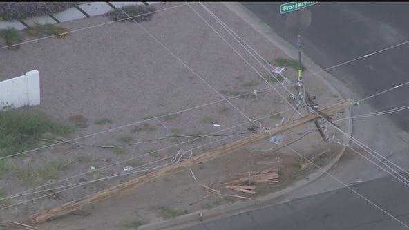 Driver slams into power pole in Mesa neighborhood, leaves scene of crash