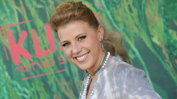'I love them': Jodie Sweetin calls 'Full House' cast her 'second family'