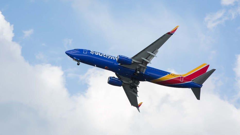 184bc016-Southwest plane