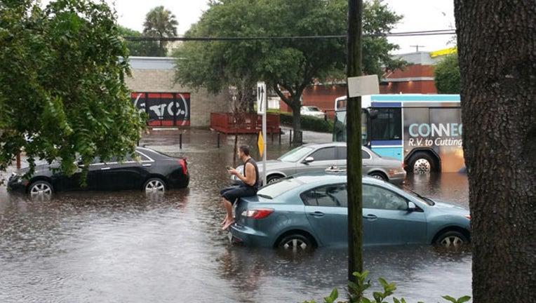 c5341913-Flooded cars
