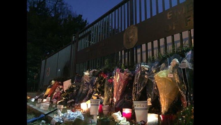 0924d68b-French Embassy memorial 111415-401720