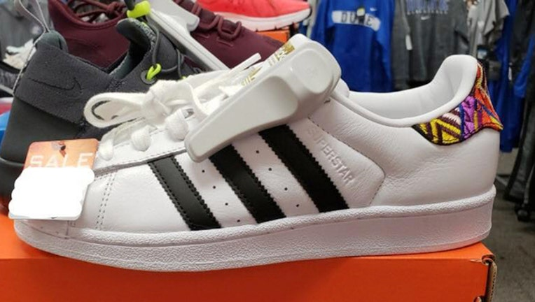 56a2f306-FBI_missing girls shoes_112618_1543238247744.jpg-403440.jpg