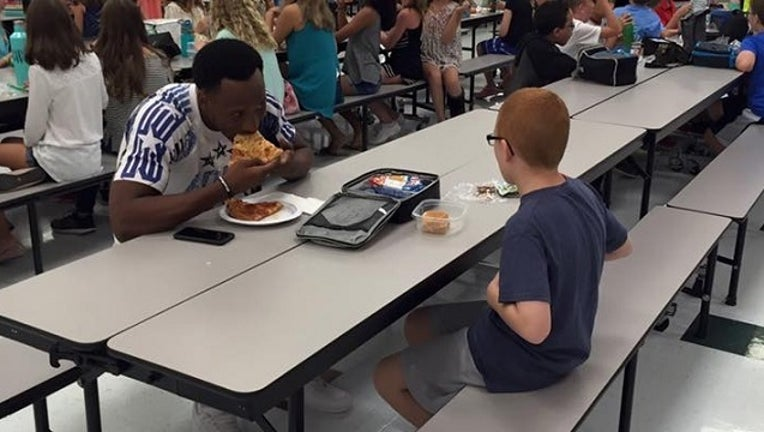 0282fe02-FSU Player Eats Lunch With Student_1472647501594-401096.jpg