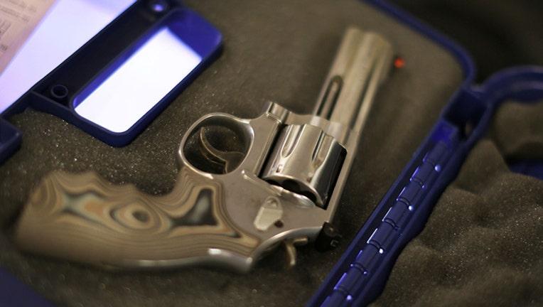 3e645601-GETTY_gun_103118_1540985669645.jpg