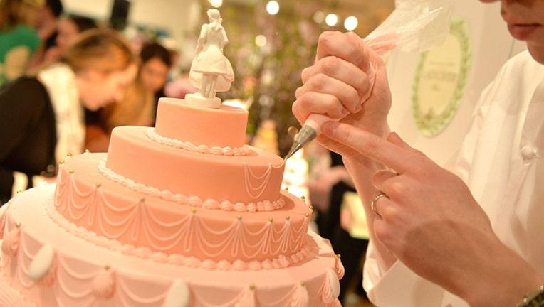 3285b3e5-GETTY_weddingcake_092519_1537871583222.jpg