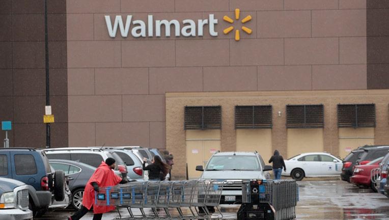 b5ba5f05-GETTY Walmart Store 121318-408200