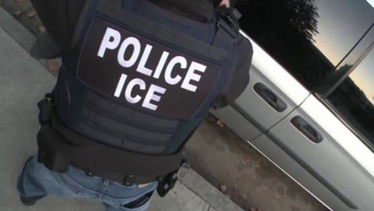 60a6e5e0-ICE-POLICE_1515608758339-401720.jpg