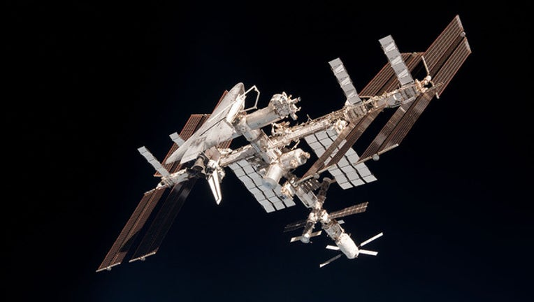 85afe99a-ISS_and_Endeavour_seen_from_the_Soyuz_TMA-20_spacecraft_14_1446498734833.jpg