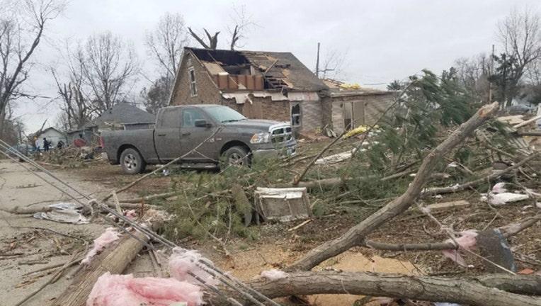 cba8628c-Tornado_damage_in_Taylorville_0_20181202223927-404023