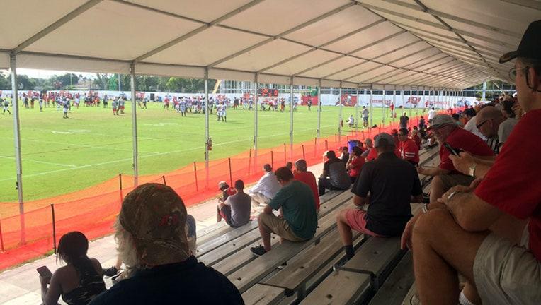 9fe61340-bucs camp fans_1503511819431.jpg