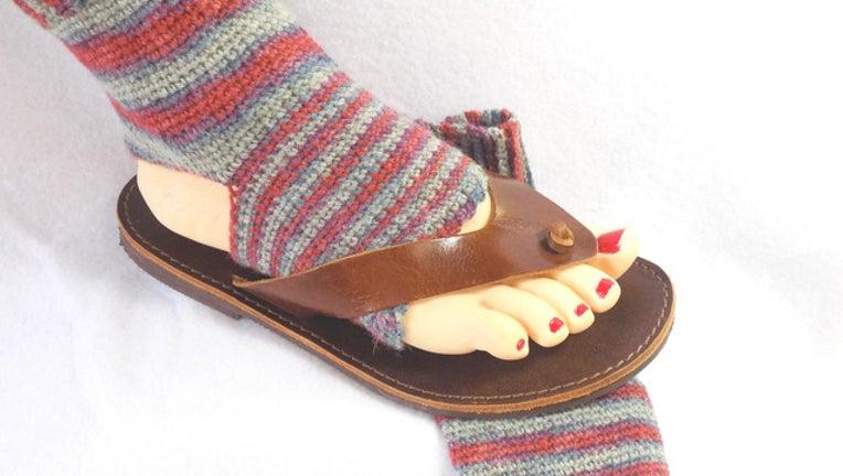c3153f73-flip flop socks_1512776528129.jpg