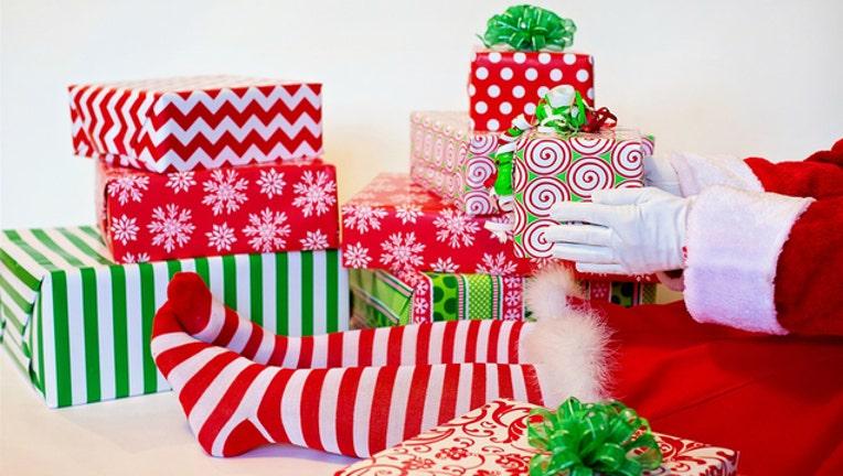 f1e52616-generic christmas gifts_1513081324683.jpg