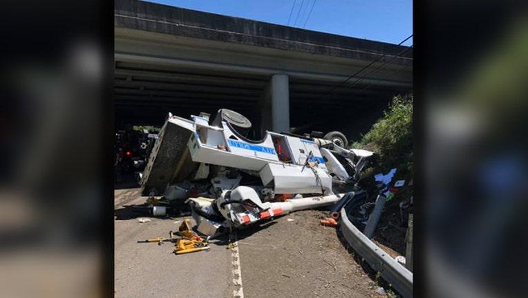 4a171ee9-knoxville utility truck crash_1567202031571.jpg.jpg