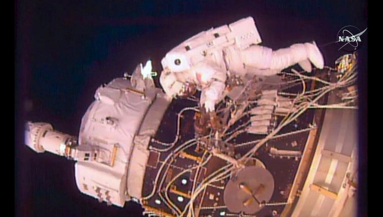 bf578338-spacewalk_1471611465246.jpg