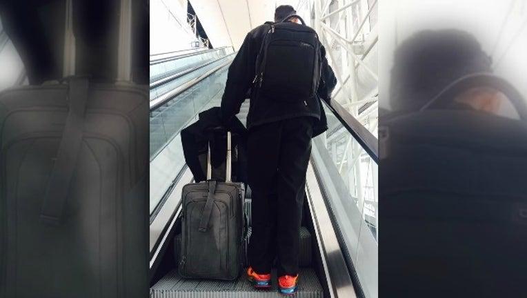 43994e45-woman helps man at airport_1482146468093-404959.jpg
