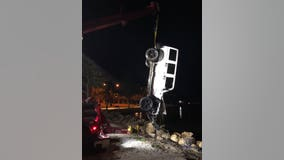 Sarasota driver suspected of DUI arrested after crashing Jeep into water